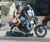 ¿Embarazada puede andar en moto?